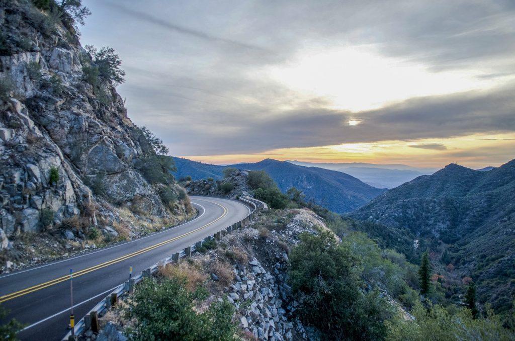 Straße am Berg